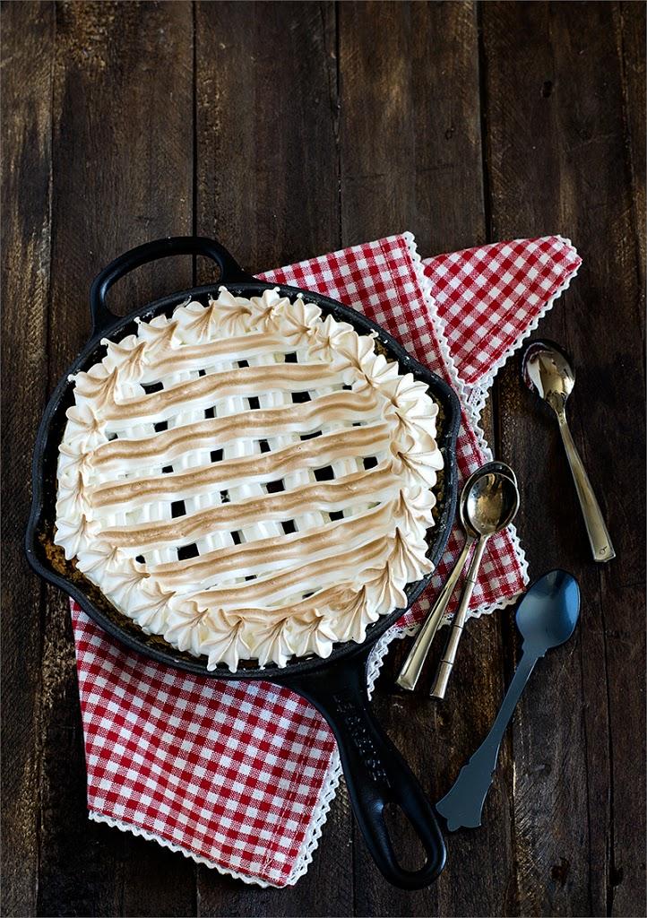 tarta sablée de almendras con frutos rojos y merengue