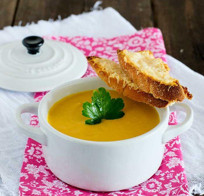 crema de calabaza, queso y curry