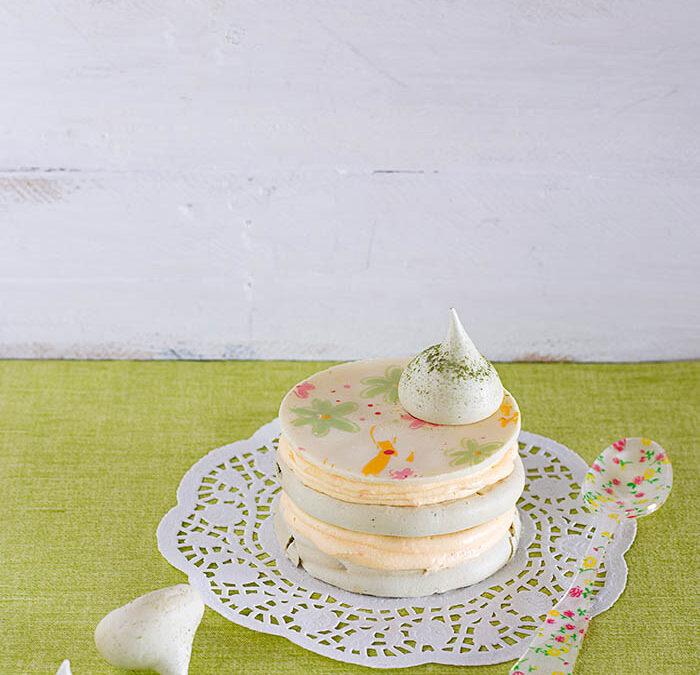 merengue de té matcha con buttercream de mandarina y chocolate blanco