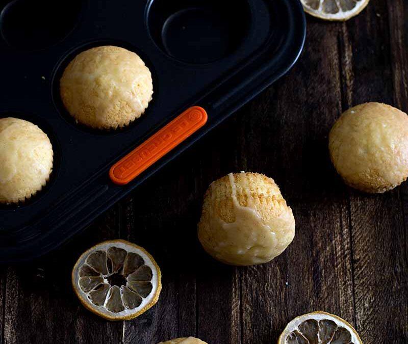 muffins de limón con glaseado de mantequilla